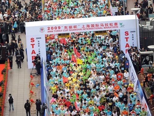女子半程马拉松中,日本的伊藤舞以用时1:12:00获胜.